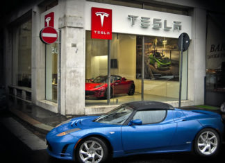 Tesla apre a Milano