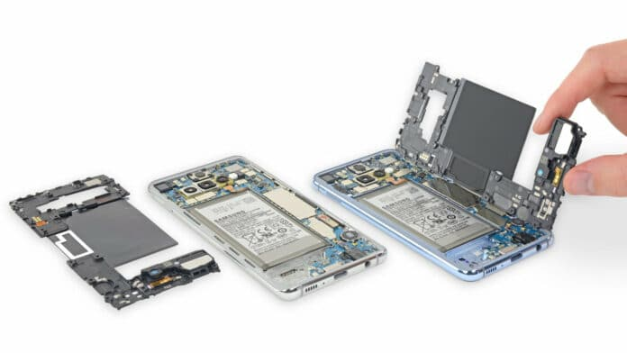 Samsung Galaxy S10 disassembleato