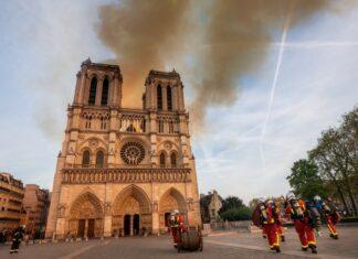 Tim Cook Apple donazione Notre Dame