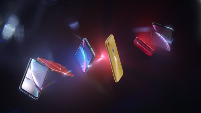 Spot video Apple iPhone XR batteria