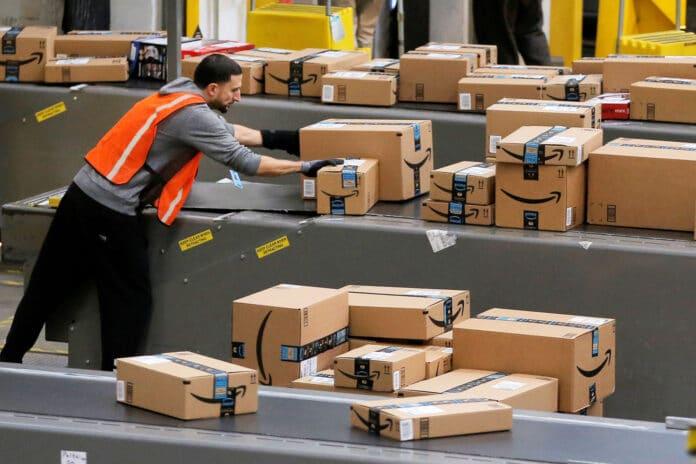 Amazon limite spedizioni beni di prima necessità