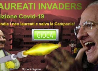 Vincenzo De Luca gioco Space Invaders lanciafiamme
