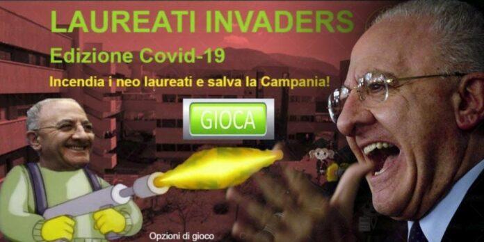 Vincenzo De Luca gioco Space Invaders lanciafiamme