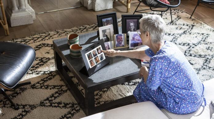 Tablet per anziani con videochiamata
